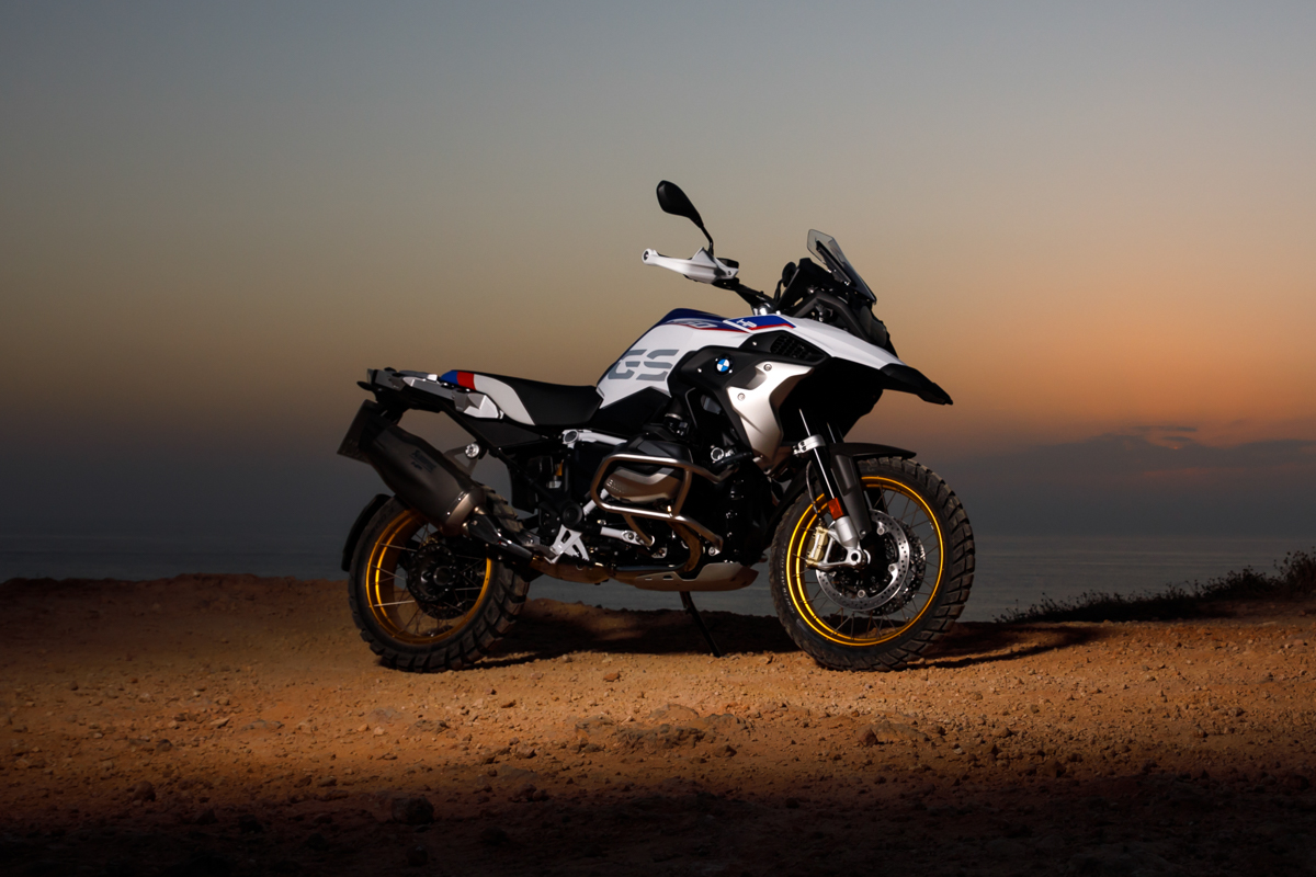 the new bmw r 1250 gs and the new bmw r 1250 rt 9tro. Black Bedroom Furniture Sets. Home Design Ideas