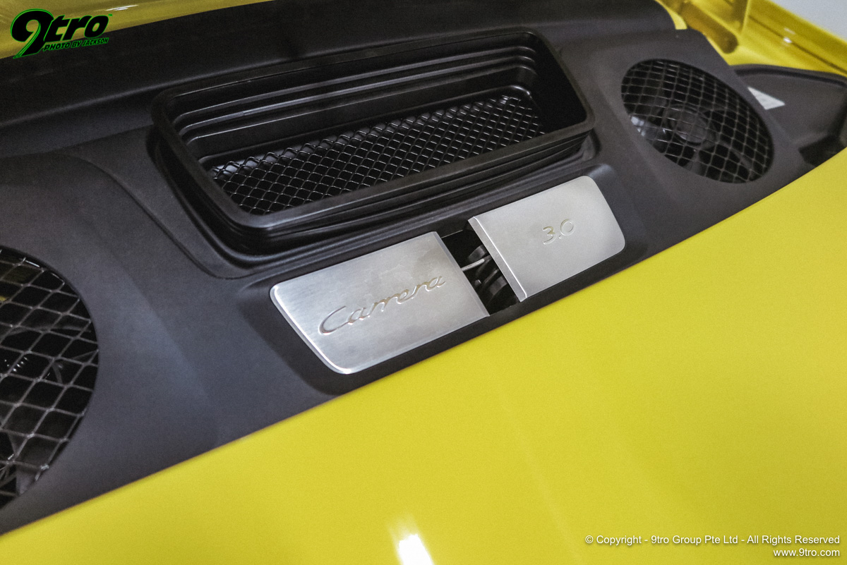 Porsche 911 Carrera T - Anything but Entry