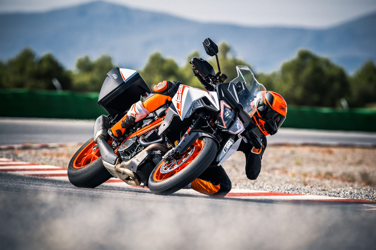 2019 KTM 1290 Super Duke GT & R - More Tour, More Roar